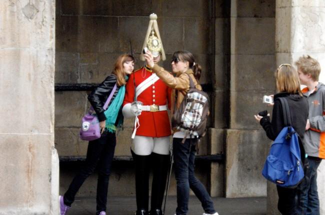 se-prendre-en-photo-avec-un-garde-londonien