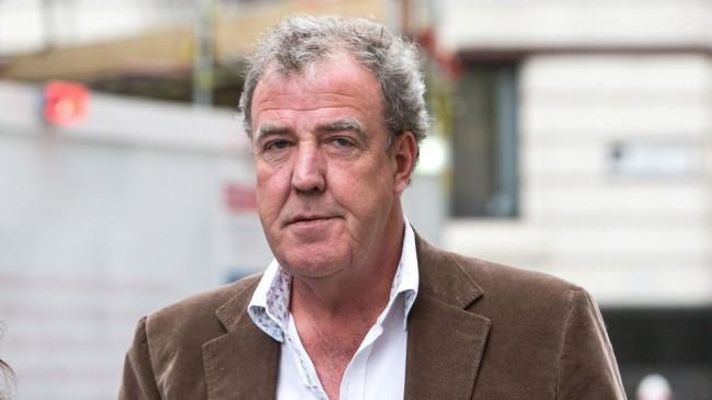 la bbc suspend le pr sentateur de top gear jeremy clarkson apr s une dispute avec son producteur. Black Bedroom Furniture Sets. Home Design Ideas
