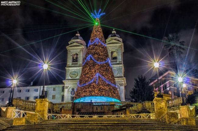 sapin-de-noel-la-nuit-rome